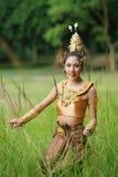Schöne thailändische Dame im thailändischen traditionellen Dramakleid Stockfotos