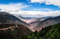 Schöne Tibet-Landschaft im Porzellan Stockfotografie