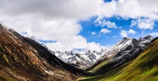 Schöne Tibet-Landschaft im Porzellan Stockfoto