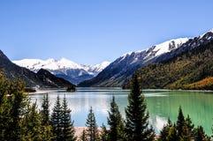 Schöne Tibet-Landschaft im Porzellan Lizenzfreie Stockbilder