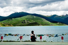 Schöne Tibet-Landschaft im Porzellan-YamdrokTso Stockbild