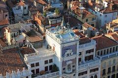Schöne Tourismusschüsse von Venedig in Italien, das Gebäudekanäle und alte venetianische Architektur zeigt stockfotografie