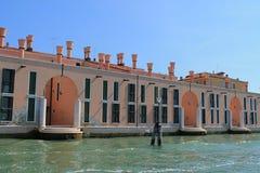 Schöne Tourismusschüsse von Venedig in Italien, das Gebäudekanäle und alte venetianische Architektur zeigt lizenzfreies stockfoto