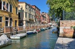Schöne Tourismusschüsse von Venedig in Italien, das Gebäudekanäle und alte venetianische Architektur zeigt lizenzfreies stockbild