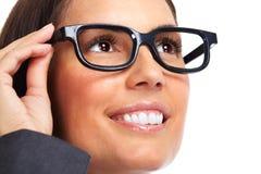 Schöne tragende Brillen junger Dame Lizenzfreie Stockfotos