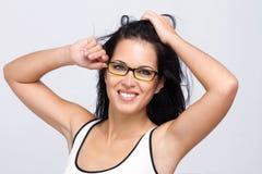 Schöne tragende Gläser der jungen Frau Stockbild