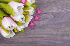 Schöne Tulpen und Herzen Lizenzfreies Stockbild