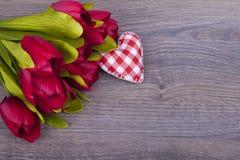 Schöne Tulpen und Herzen Stockfotografie