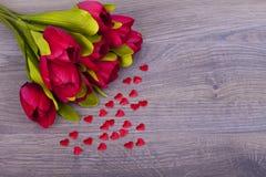 Schöne Tulpen und Herzen Stockbilder