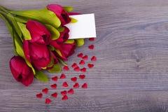 Schöne Tulpen und Herzen Stockfotos