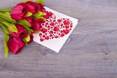 Schöne Tulpen und Herzen Lizenzfreies Stockfoto