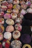 Schöne und bunte Hüte stockfotografie