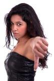 Schöne und ernste junge Frau, mit tumb unten lizenzfreie stockbilder