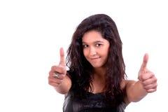 Schöne und glückliche junge Frau, mit tumbs oben lizenzfreies stockbild