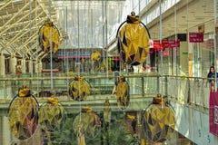 Schöne und kreative Weihnachtsbaum-Dekoration am Jurong-Punkt-Einkaufszentrum Stockbild