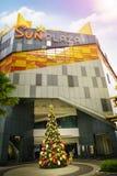 Schöne und kreative Weihnachtsbaum-Dekoration an Sun-Piazza Lizenzfreie Stockfotos