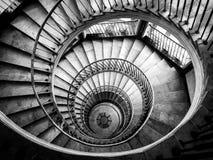 Schöne und mysteriöse Treppe zum Himmel stockfotografie