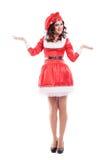 Schöne und reizvolle Frau, die Weihnachtsmann trägt stockbilder