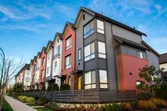 Schöne und sehr moderne Stadtwohnungen Neuentwicklung auf Immobilienmarkt stockfotografie
