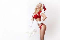 Schöne und sexy Frau kleidet als sexy Weihnachtsmann an Stockbilder