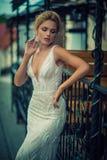 Schöne und stilvolle Dame Stockfotografie