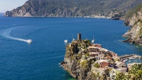 Schöne Vogelperspektive von Al Vernazza und Monterosso Stute, Cinque Terre-Park, Ligurien, Italien stockfoto