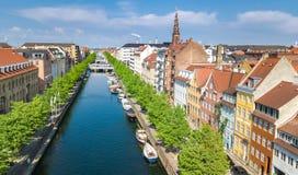 Schöne Vogelperspektive von Kopenhagen-Skylinen vom oben genanntem, historischen Pierhafen Nyhavn und vom Kanal, Kopenhagen, Däne lizenzfreie stockfotografie