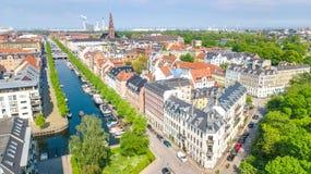 Schöne Vogelperspektive von Kopenhagen-Skylinen vom oben genanntem, historischen Pierhafen Nyhavn und vom Kanal, Kopenhagen, Däne lizenzfreies stockfoto