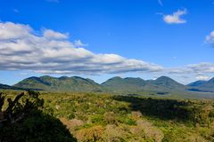 Schöne Vulkane in Nationalpark Cerros Verde in El Salvador stockbild