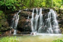 Schöne Wasserfälle Stockfotografie