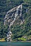 Schöne Wasserfälle in den norwegischen Bergen, Norwegen, Skandinavien stockbild