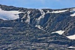Schöne Wasserfälle in den norwegischen Bergen, Norwegen, Skandinavien lizenzfreie stockbilder