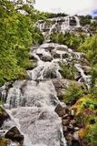 Schöne Wasserfälle in den norwegischen Bergen, Norwegen, Skandinavien lizenzfreie stockfotografie