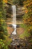 Schöne Wasserfälle in der Herbstsaison von Michigan Lizenzfreie Stockfotos