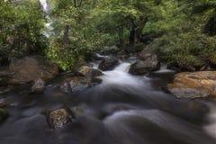 Schöne Wasserfälle im Nationalpark in Thailand Khlong Lan Waterfall, Kamphaengphet-Provinz stockbild