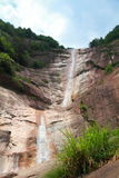 Schöne Wasserfalllandschaft an Anhui-Berg Huangshan lizenzfreies stockbild