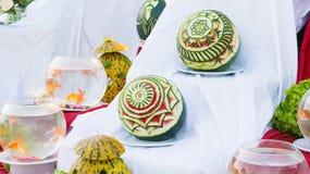 Schöne Wassermelone Carvings auf Ausstellung, Dekoration, handgemacht Lizenzfreies Stockbild