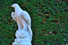 Schöne weiße Adlerstatue Stockfotos