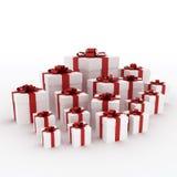 Schöne weiße Geschenkkästen mit rotem Farbband Lizenzfreie Stockbilder