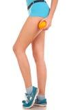 Schöne weibliche Abbildung mit einer Orange. Lizenzfreie Stockfotografie