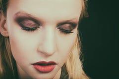 Schöne weibliche Augennahaufnahme, Make-up stockfotografie
