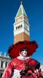 Schöne weibliche Schablone im Venedig-Karneval Stockbild