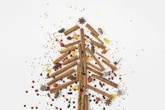 Schöne Weihnachtsbaumzusammensetzung auf weißem Hintergrund flaches L stockbilder