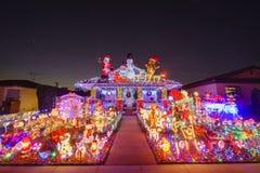 Schöne Weihnachtsdekoration des im amerikanischen Stil Hauses stockbilder