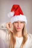 Schöne Weihnachtsfrau mit den Daumen unterzeichnen unten Lizenzfreie Stockfotografie