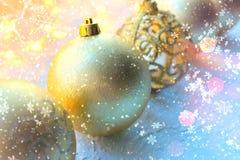 Schöne Weihnachtskarte, neues Jahr Goldener Weihnachtshintergrund lizenzfreies stockfoto