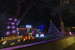 Schöne Weihnachtslichter in der oberen Hastings-Ranchnachbarschaft Stockfotografie
