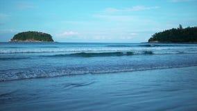 Schöne Wellen im Ozean stock video