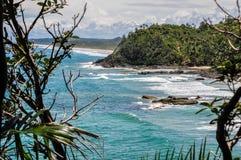Schöne wilde Küstenlinie bei Itacare, Bahia, Brasilien. Südamerika lizenzfreie stockbilder
