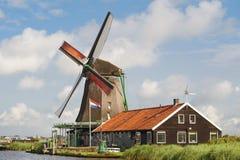 Schöne Windmühle bei De Zaanse Schans, das Neth Lizenzfreie Stockfotos